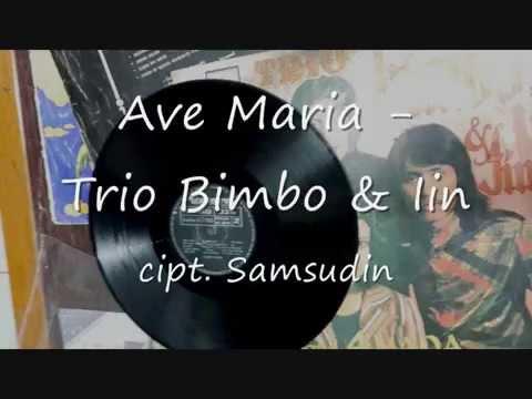 Free Download Bulan Merah ( Cipt. Iwan Abdurachman ) - Trio Bimbo , Band 4 Nada Mp3 dan Mp4