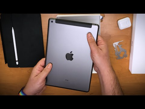 Unboxing Apple's cheapest new iPad (iPad 8)