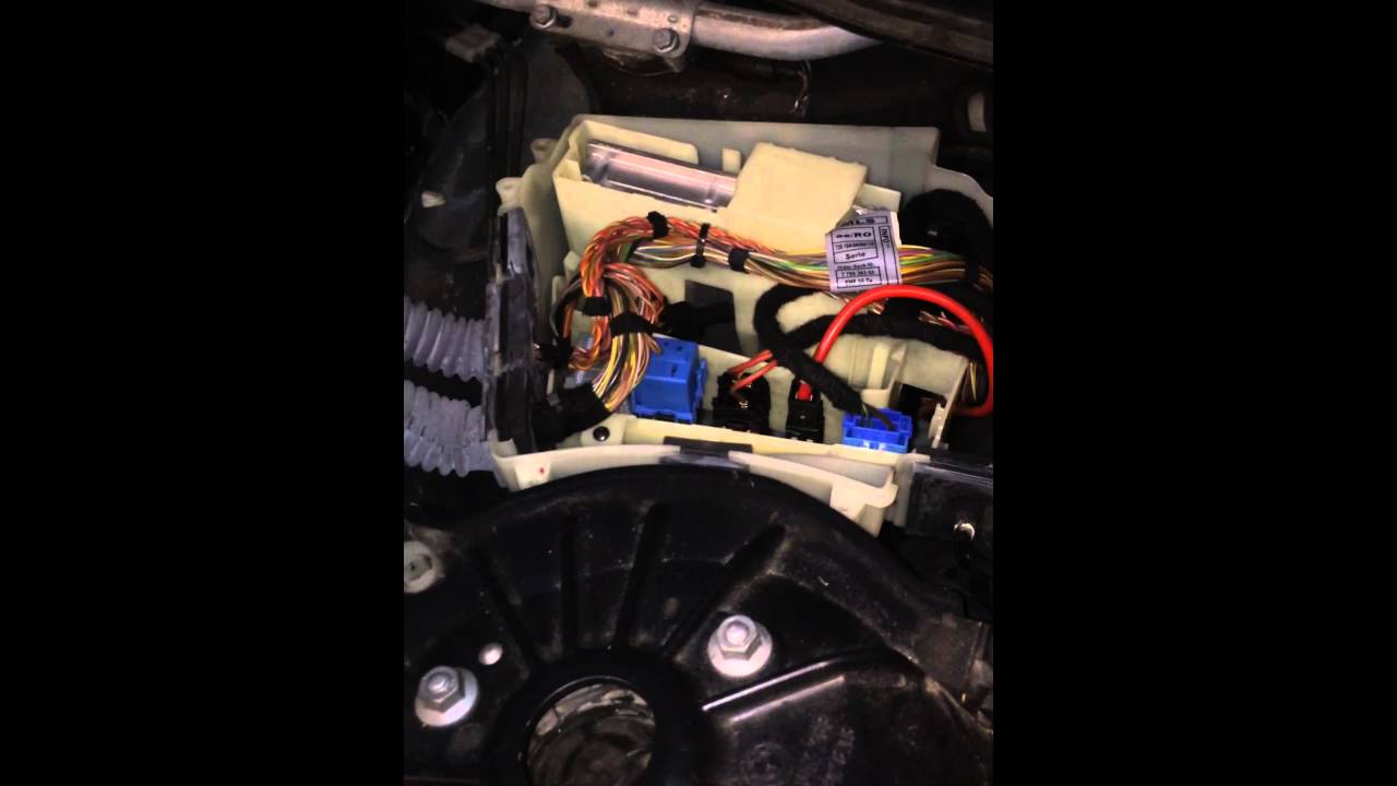 Bmw E60 Dde Light Blue Relay Replacement Youtube E90 Fuse Box