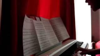 ピアノ弾き語りの練習中です。 これからもっとうまくなるように頑張りま...