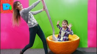 Меня хочет съесть апельсин! Мама спасай! Funny Video for Kids on DiDiKa TV