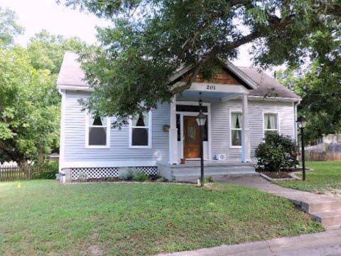 Homes for sale - 201 N Victoria, Victoria, TX 77901