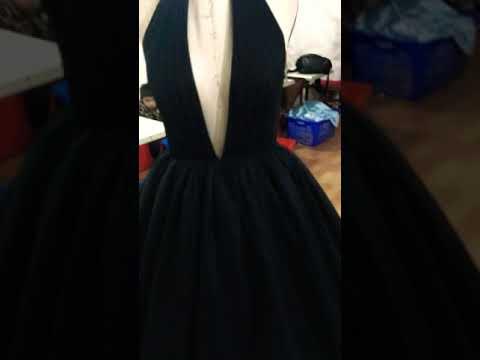 black-ball-gown-prom-dresses-via-alinanova.com