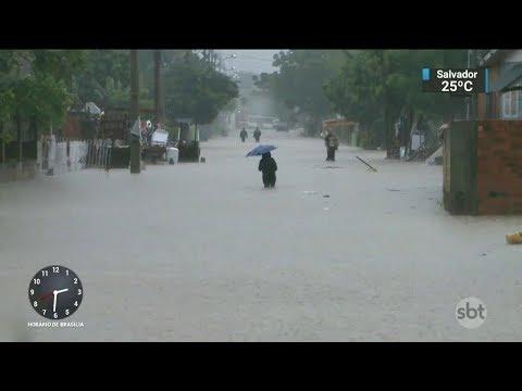 Chuvas fortes causam enchentes e prejuízos na Grande Porto Alegre | SBT Notícias (08/12/17)