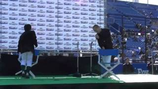 ヤクルトファン感2011、ラブレターズコントステージ。西岡中学校のコン...