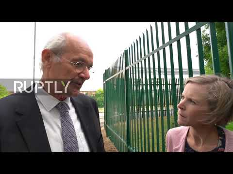 UK: 'If Julian goes down, the rest of you do' - Assange's father and Weiwei visit Belmarsh