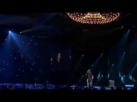 Shawn Mendes and Miley Cyrus - Islands in the Stream | MusiCares Dolly Parton Tribute Concert