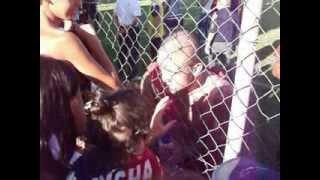 Radja Nainggolan bacia la figlia a fine primo tempo-