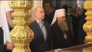 Путин и таинственная спутница с красной сумкой