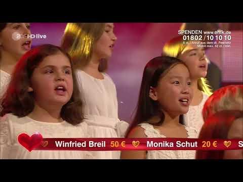 Adel Tawil feat. Blue Voice Kindershowchor - Ist da jemand
