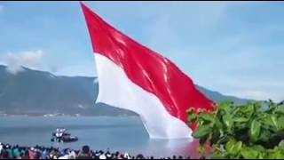 Download Video pengibaran bendera terbesar   merinding melihat bendera indonesia berkibar di udara MP3 3GP MP4