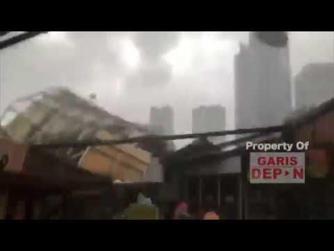 Allahuakbar ! Atap Roboh Kena Angin Kencang, Pengunjung Rasuna Garden Kocar-Kacir