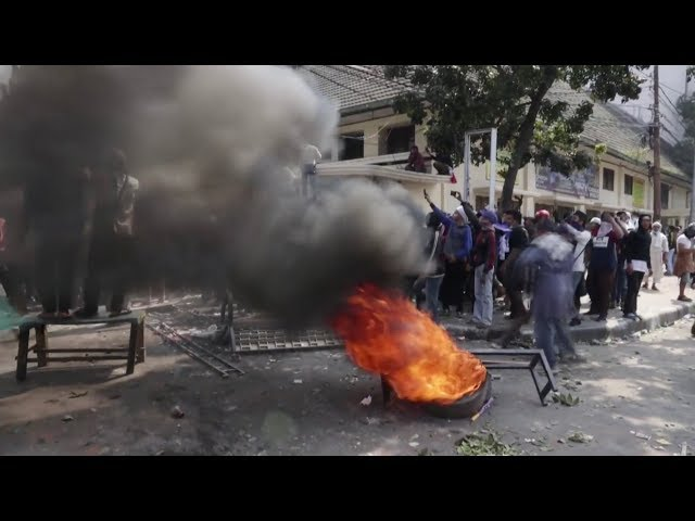 Six die, 200 injured in Indonesia protests against Widodo re election