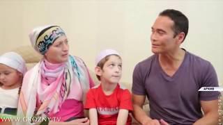 Марк Дакаскос подарил боксерские перчатки больному мальчику из Чечни