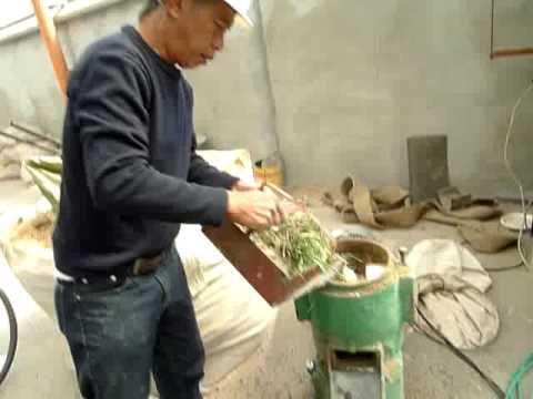Small pellet machine test , making the rabbit feed pellet