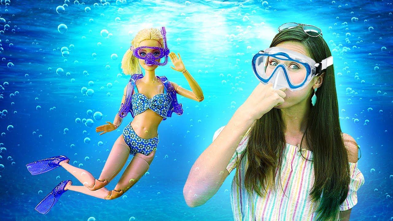 Barbie buceadora va a la playa. Los juguetes de Barbies. Vídeos para niñas