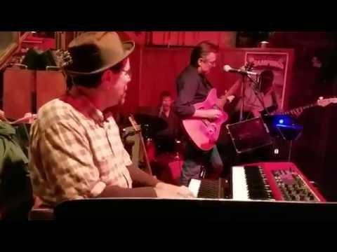 Lara Price Band with Nate Ginsberg and Gary Vogensen trading licks