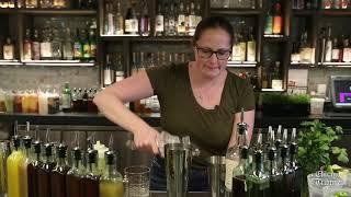 Making the Guacamole cocktail at Bar Sotano