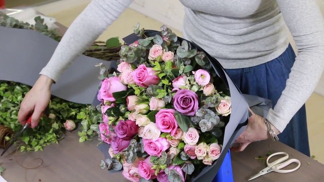 Diy How To Wrap A Flower Bouquet Mixed Roses Bouquet Gift