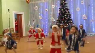 Новогодний танец Снегурочек и Сантаклаусов (средняя группа) д/с №306 Одесса