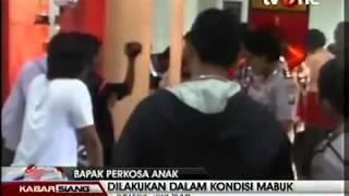 Repeat youtube video Tega, Seorang Bapak Perkosa Anak Sendiri di Surabaya
