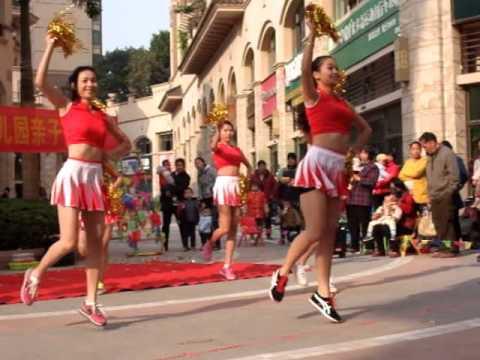 Chinese Cheerleaders ... Great Dance.  Nanning China