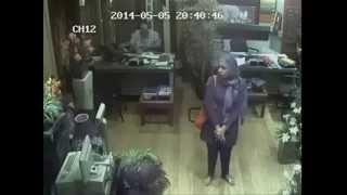 كاميرا مراقبة تفضح مصرية تسرق محل