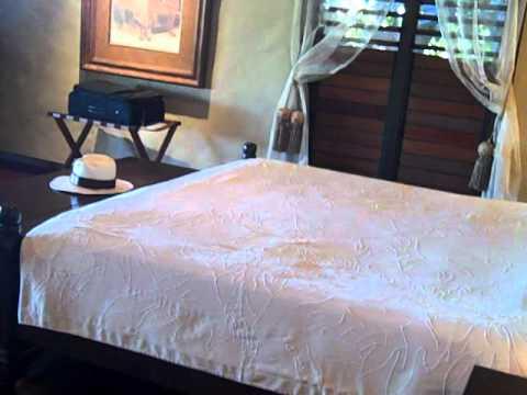 "Dennis vlog #6 - ""Roughing it"" 5-star style in Aitutaki"
