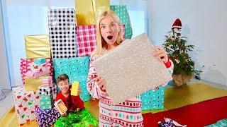 Санта ОСУЩЕСТВИЛ НАШУ МЕЧТУ!! ДЕТИ распаковывают подарки на Новый год 2019