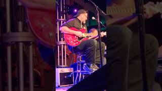 VINCE GILL DEDICATING TO DARYLE SINGLETARY
