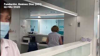 El paciente Juan Altares abandona la unidad de cuidados intensivos del hospital