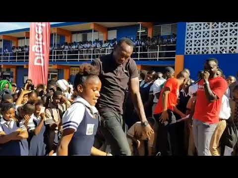 Usain bolt a yuh shoulder fi a fling vs a young school girl