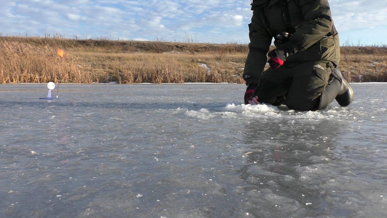 Жерлицы по первому льду на озере
