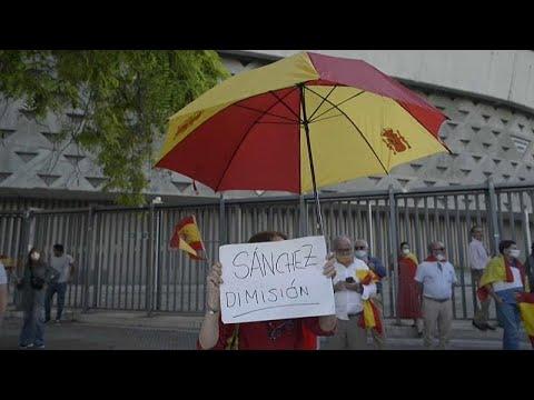 شاهد: إسبان يتظاهرون تنديداً بتعامل الحكومة مع أزمة فيروس كورونا…  - 21:01-2020 / 5 / 19