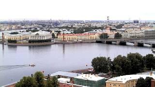 Смотреть видео CCTV 600 спортсменов проплыли вокруг Петропавловской крепости в Санкт-Петербурге онлайн