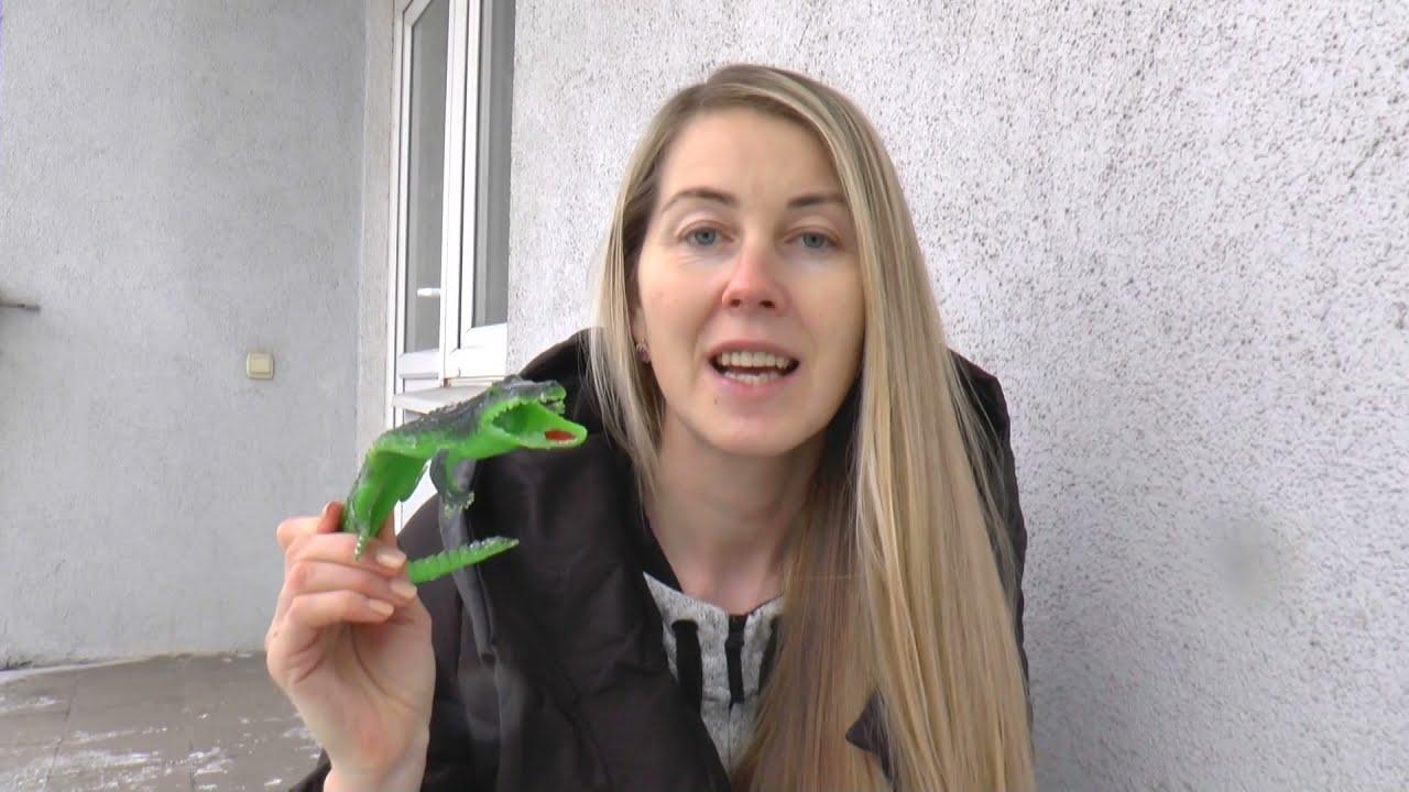 Senya and Mom make dinosaur ice egg with crocodile toy inside | Ледяное яйцо динозавра с крокодилом