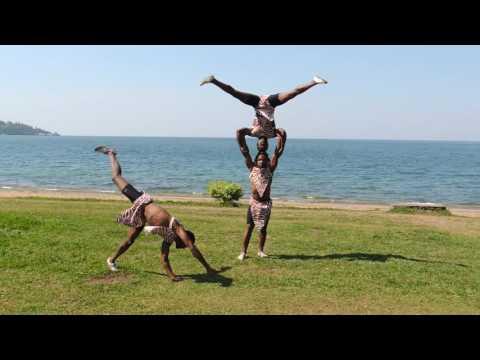 AFRICAN GUYS ACROBAT