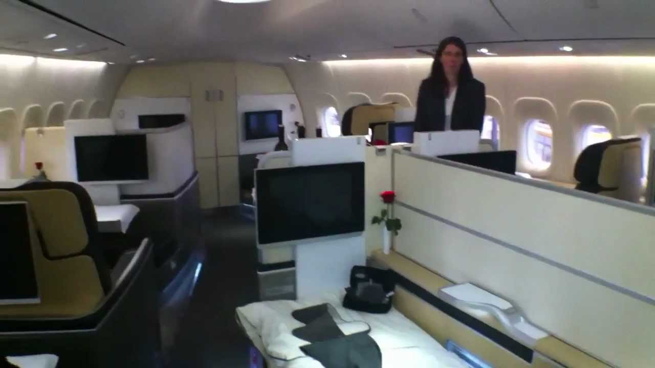 Airliners De Lufthansa 747 8 Cabin Walkthrough Youtube