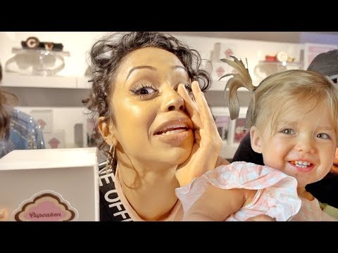 LIZA KOSHY GIVES THE TWINS SOMETHING VERY SPECIAL