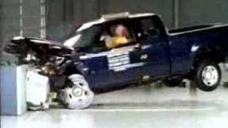 Crash Test 2004 - 2008 Ford F-150 Pick-up (Frontal Offset Test) IIHS