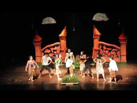 """Drama Musikal """"Ratap Bumi"""" oleh Sanggar Kesenian APAKAH FHUGM (3/5)"""