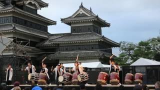 説明 2017年7月30日に行われた 長野県松本市に有る国宝松本城 松本市市...