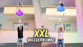Wer macht die größere WASSERBOMBE ?! Max vs Chris