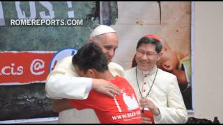 Pope Francis breaks away from official itinerary, to meet with street kids in Manila