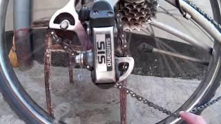 Как ведёт себя длинная цепь на велосипеде со скоростями в момент вращения педалей