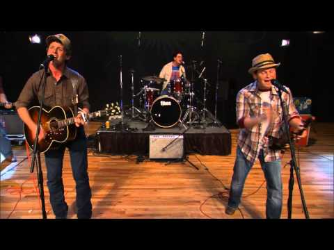 Turnpike Troubadours perform