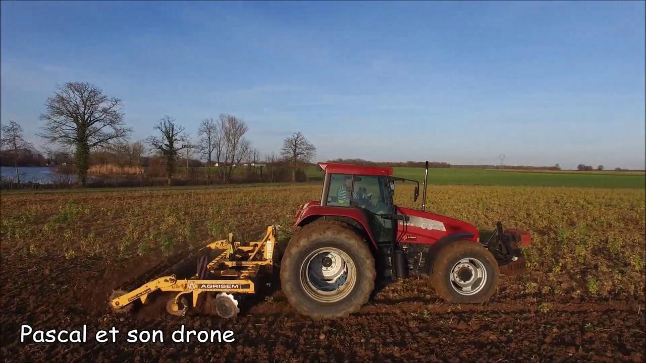 Pascal et son drone le tracteur rouge de michel youtube - Cars et les tracteurs ...