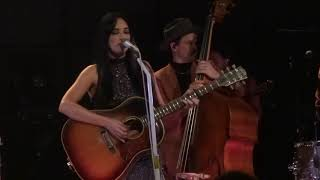 """Kacey Musgraves - """"Mother"""" + """"Oh, What A World"""" live / Hamburg 18.10.2018"""