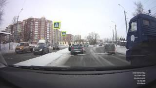 Карета скорой проехала мимо сбитой автомобилем женщины в Архангельске