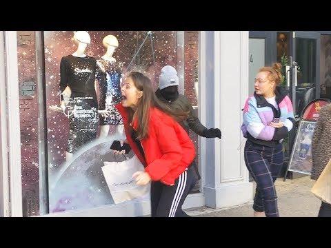People run Screaming so Loud : Mannequin Prank